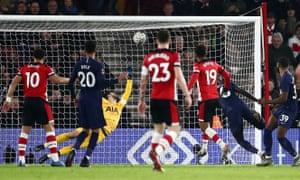 Sofiane Boufal beats Hugo Lloris to score a late equaliser for Southampton.