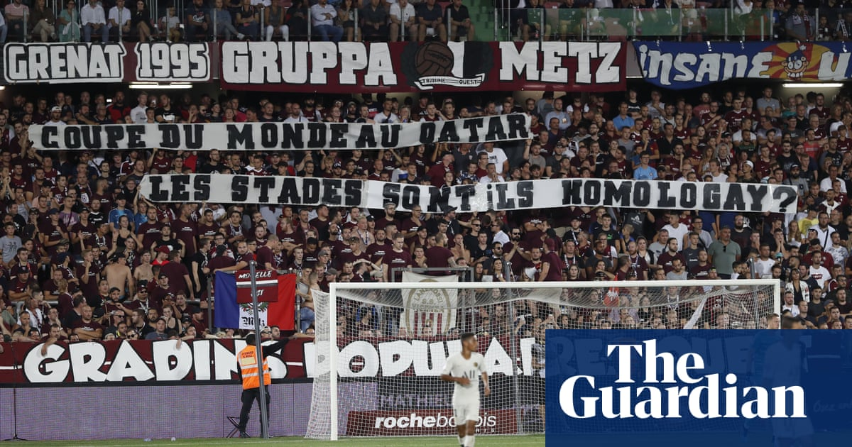 PSG match at Metz temporarily halted after fans hold up homophobic banners