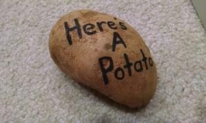 Contoh produk kartu ucapan dari kentang