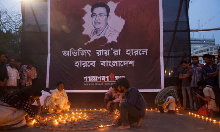 Activists light oil lamps in protest against the killing of blogger Avijit Roy in Dhaka, Bangladesh