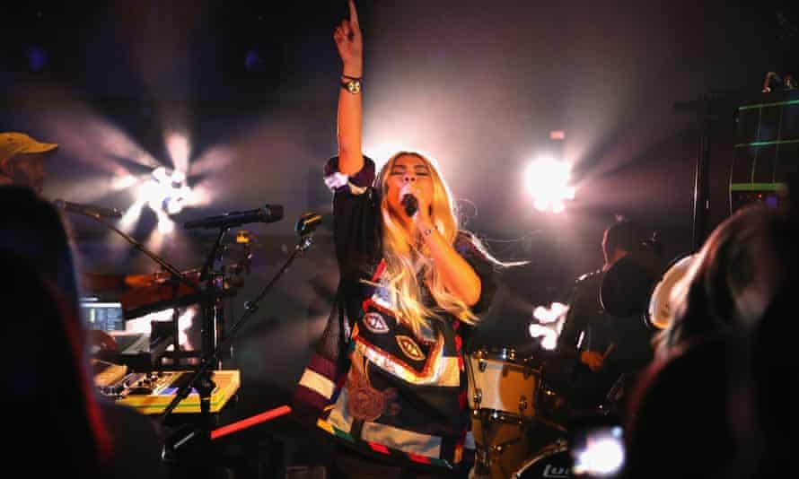 Kiyoko on stage in 2016.