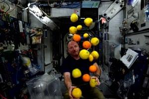 Astronaut Scott Kelly juggling fruit in space