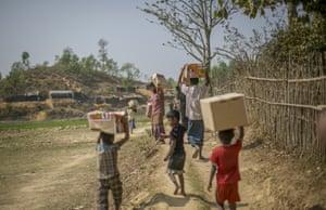 Children at the Balu Khali camp
