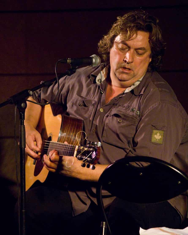 Leven performing in Spain in 2006.
