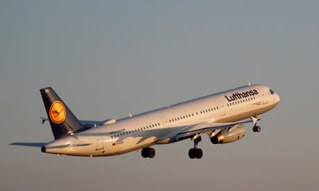 Lufthansa suffers turbulence with €336m loss in first quarter