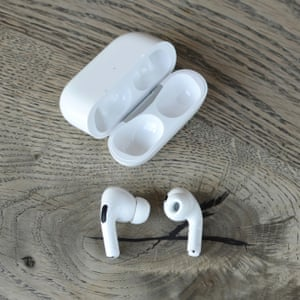 Apple AirPods Pro - earbuds out with case