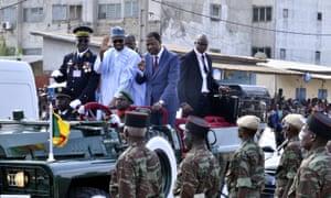Nigeria's president Muhammadu Buhari (C) and the president of Benin,Thomas Boni Yayi (C-R)