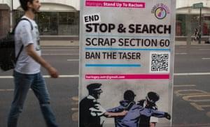 ملصق يدعو إلى إنهاء القسم 60 - توقف وتفتيش بدون اشتباه - بالقرب من مركز شرطة توتنهام ، لندن ، أغسطس 2020