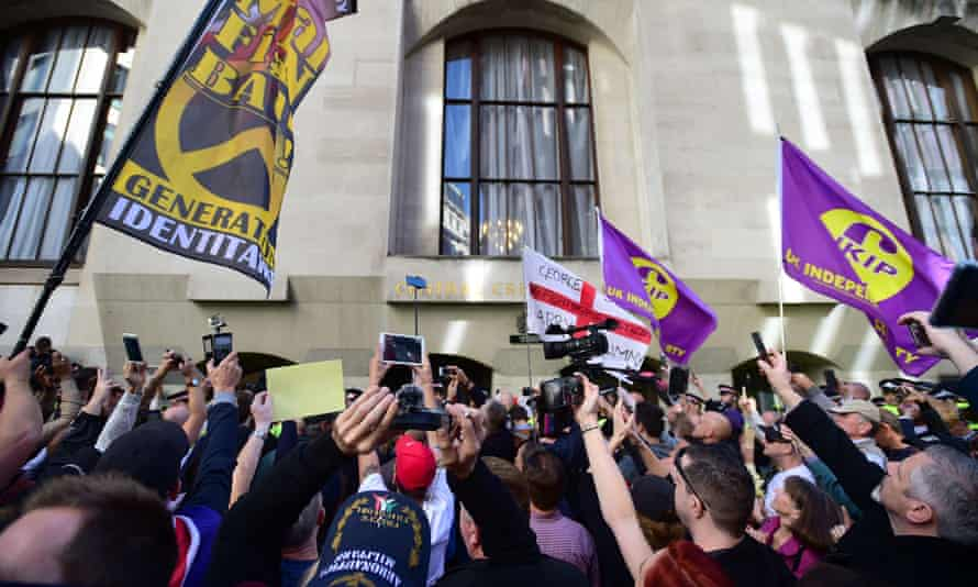 Supporters of Tommy Robinson outside the Old Bailey where he was freed after being jailed for endangering the Huddersfield grooming trial.