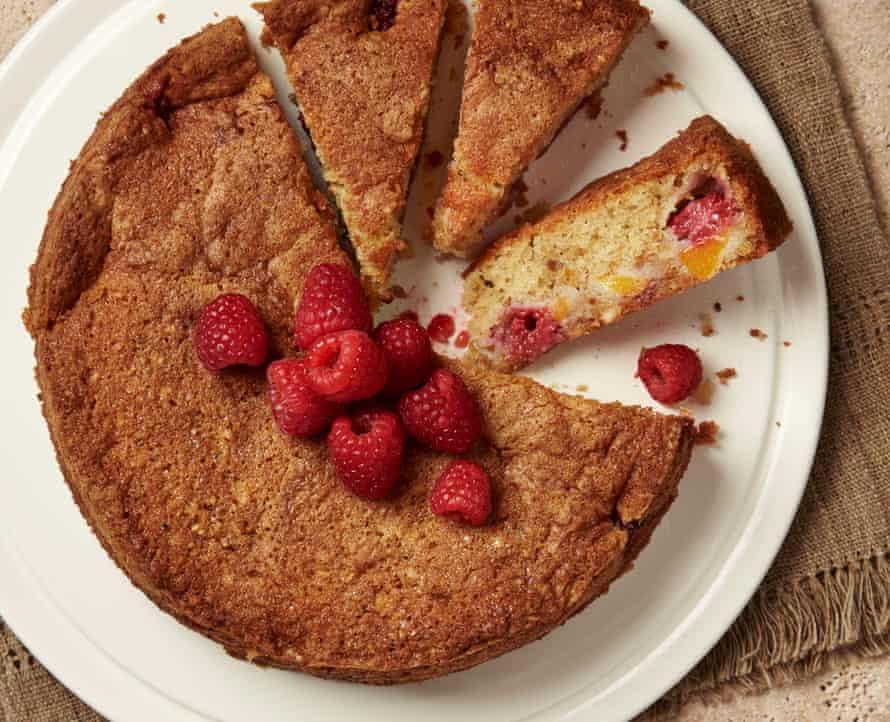 Hazelnut, peach and raspberry cake