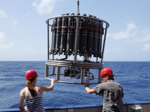 A CTD-rosette is lowered into the ocean to analyse conductivity, temperature and depth and current oxygen measurements.