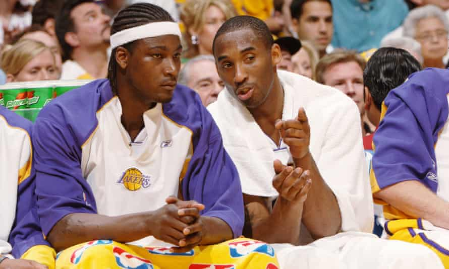 Kwame Brown talks to Kobe Bryant during his time with the Lakers in 2006