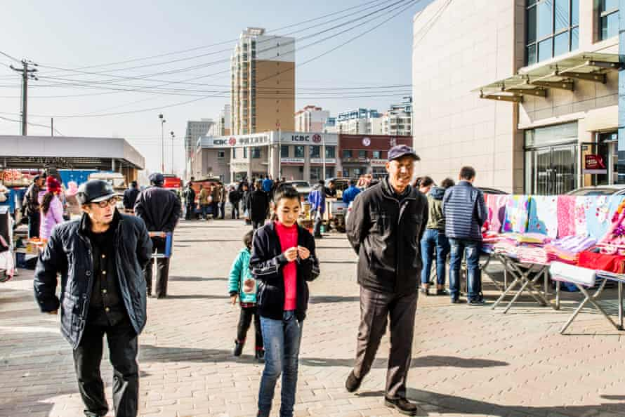 Residents of Lanzhou New Area praise living conditions but worry about the lack of employment opportunities.