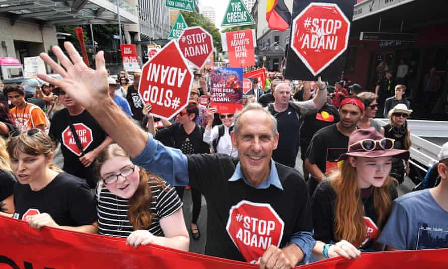 Bob Brown led a large convoy of anti-Adani protesters to Queensland