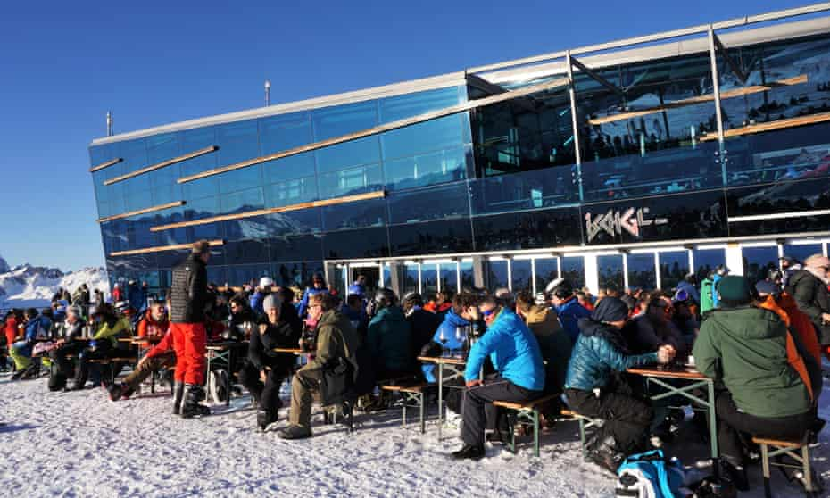 A packed bar by the main cable car station, above Ischgl in February