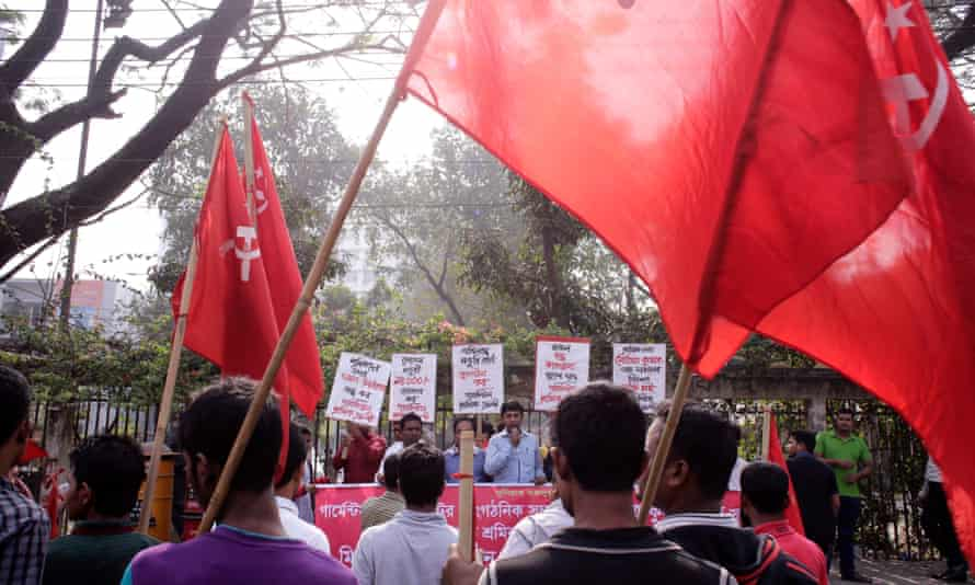 Garment factory workers protest in Dhaka on 23 December. A week-long shutdown at 50 factories ended on Tuesday.