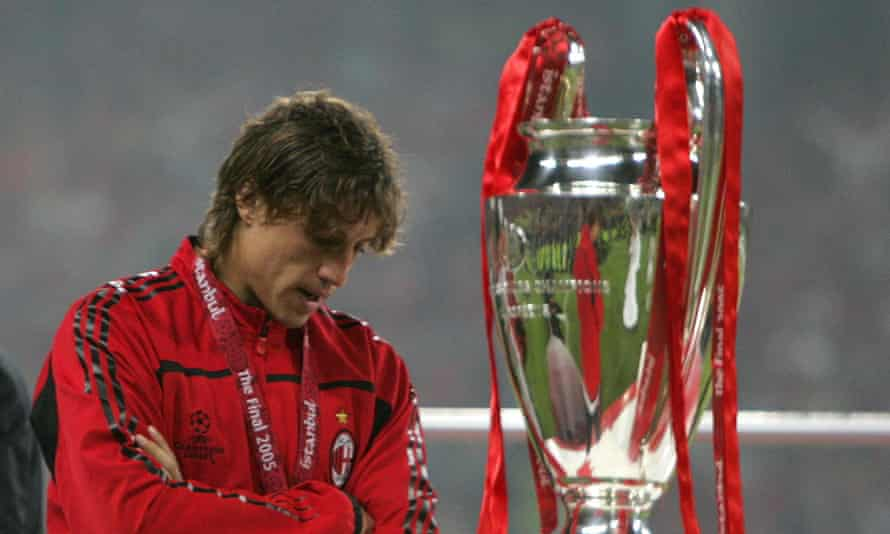 Hernán Crespo cannot hide his disappointment after losing the Champions League final against Liverpool on penalties.