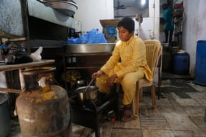 Each afternoon Subhan is borrows the stove of a food stall in Bhendi Bazaar to make tea to sell.