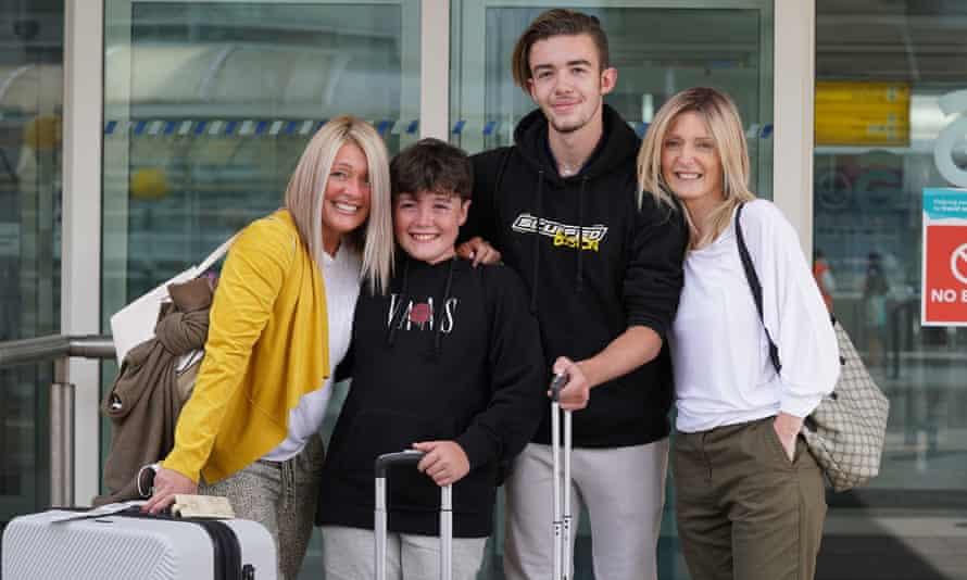 Michelle Bolger with her sons Taran and Kaie alongside her sister Elaine Burt.