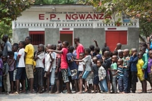 A queue of children waiting for the vaccine at a school in the zone de Santé Kikimi in Kinshasa.