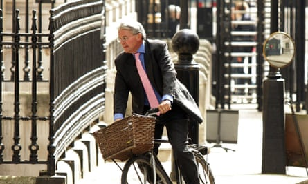 Andrew Mitchell cycles into Downing Street