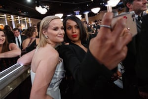 Reese Witherspoon and Kerry Washington posing for a selfie