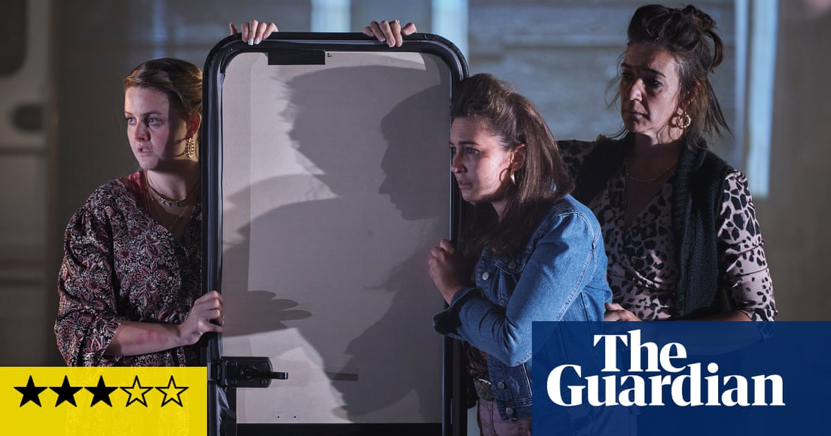 Walls and Windows review – a moving, unsentimental Travellers' tale