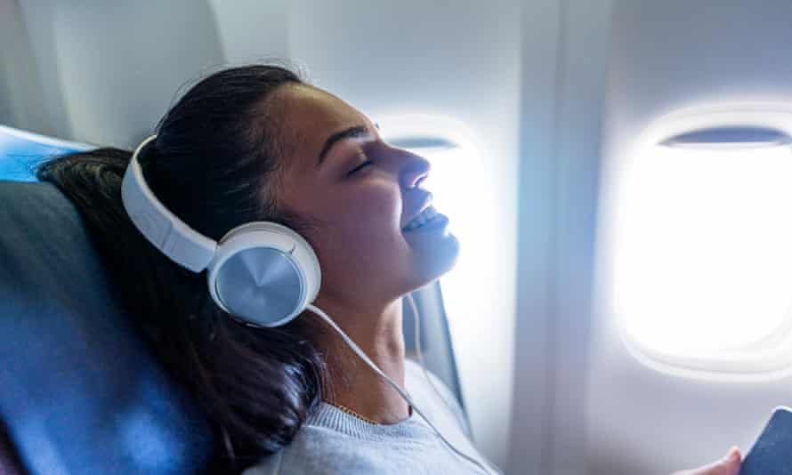 Not only do noise-cancelling headphones make travel calmer, they even make aeroplane food taste better.