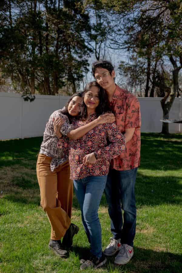 La familia Chowdhury: de izquierda a derecha, Nikita, Annie y Nabil.