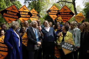 Guy Verhofstadt, centre, with Liberal Democrat canvassers in London