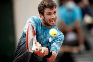 Cameron Norrie hits a backhand as he fights back against Lloyd Harris.