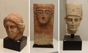Swiss authorities have confiscated artefacts the Geneva prosecutor's office says were stolen from Yemen, Libya and the ancient city of Palmyra in Syria.