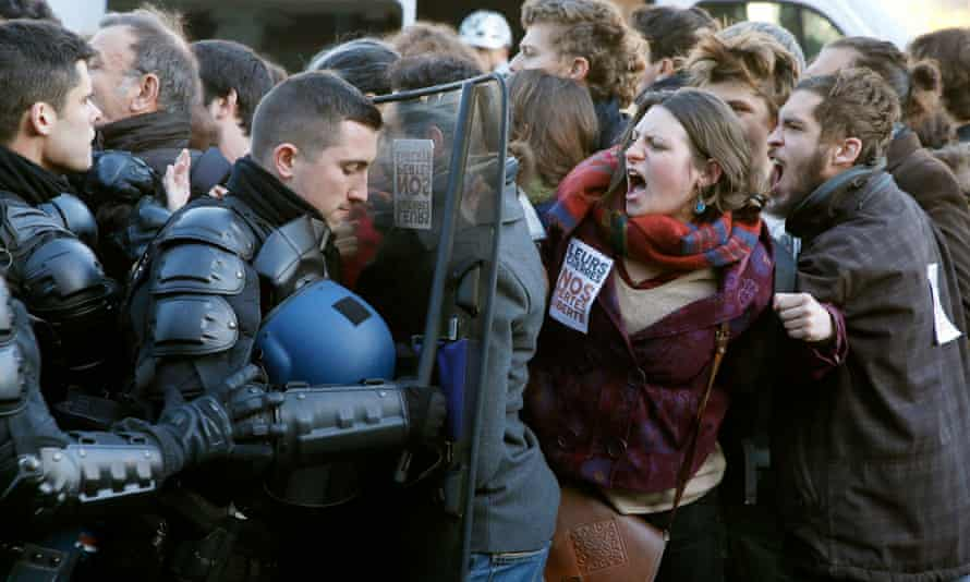 French riot police push back protesters