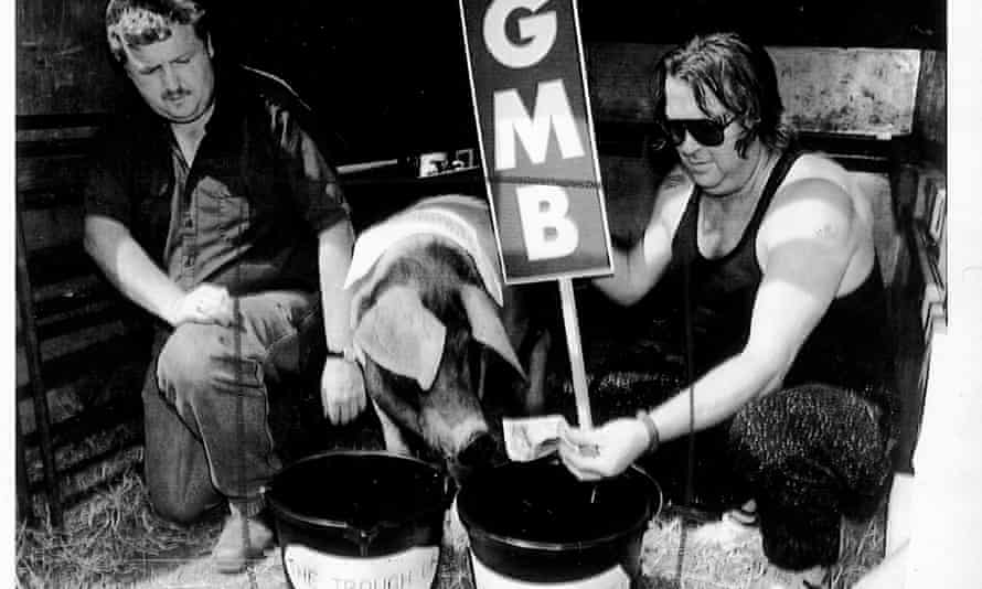 Members of the GMB union staging a protest with Cedric the pig outside the British Gas annual meeting in 2000.