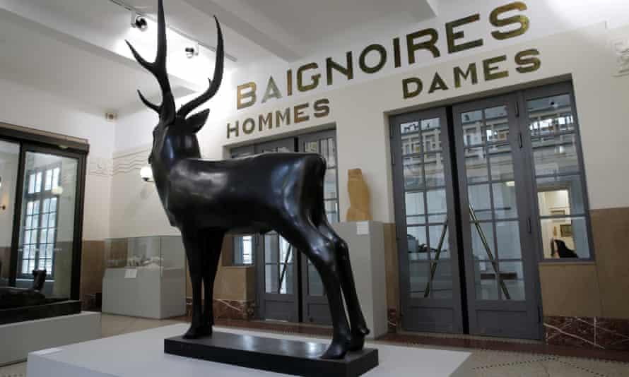Le Grand Cerf by François Pompon on display at La Piscine.