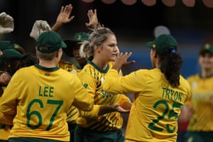 Dane Van Niekerk celebrates the wicket of Heather Knight.
