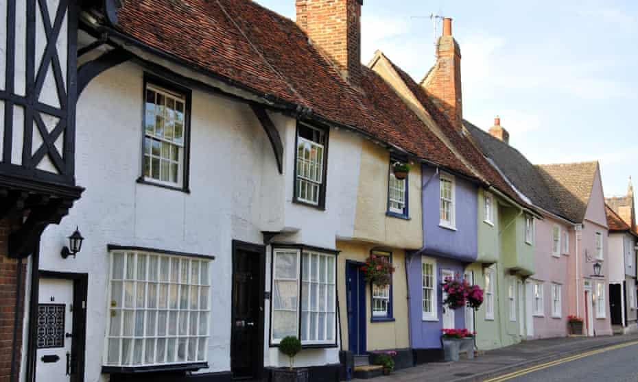 Coloridas casas de época, Castle Street, Saffron Walden, Essex, Inglaterra, Reino Unido.  Imagen tomada en 2009. Fecha exacta desconocida.BDF5J6 Coloridas cabañas de época, Castle Street, Saffron Walden, Essex, Inglaterra, Reino Unido.  Imagen tomada en 2009. Se desconoce la fecha exacta.