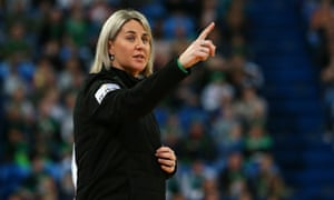 Stacey Marinkovich pointing while coaching the Fever.