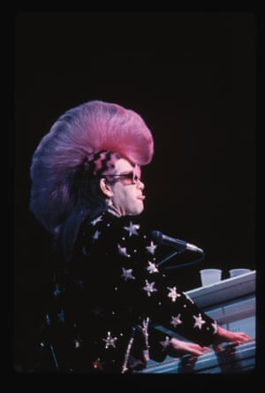 Elton on stage in 1986 in another Mackie costume, featuring a pink mohawk. He originally approached the designer by asking him if he could create some outfits similar to those he had been creating for Cher.