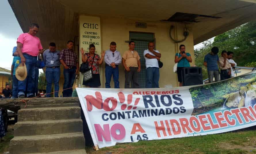The Jilamito Five praying before facing charges of land invasion, Honduras