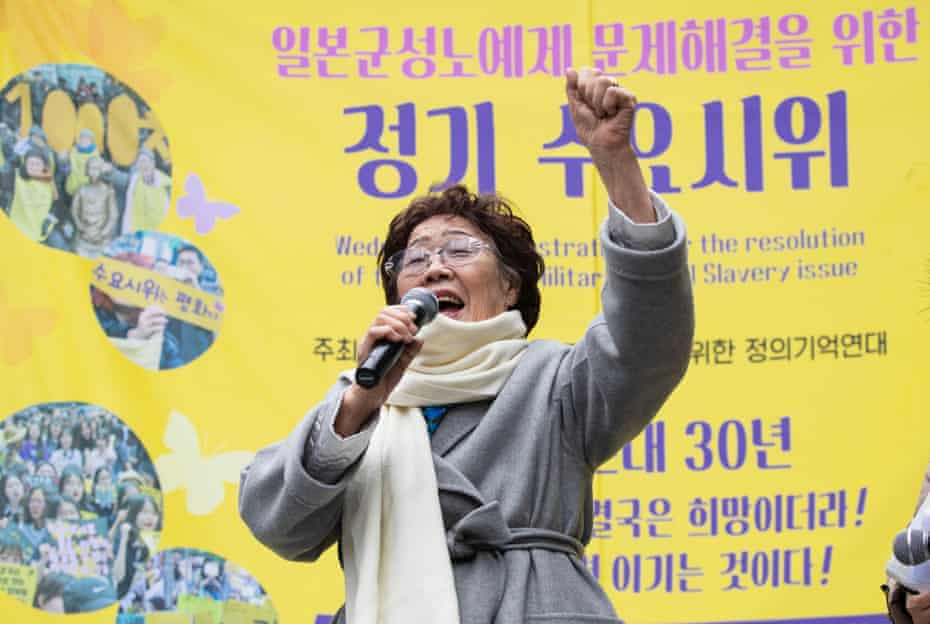 Lee Yong-soo speaks during a regular Wednesday rally to call for the Japanese government to apologize for its wartime sexual slavery and compensate victims