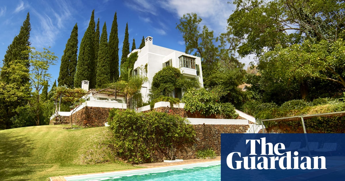 Boris Johnson's holiday villa linked to offshore tax havens, documents suggest