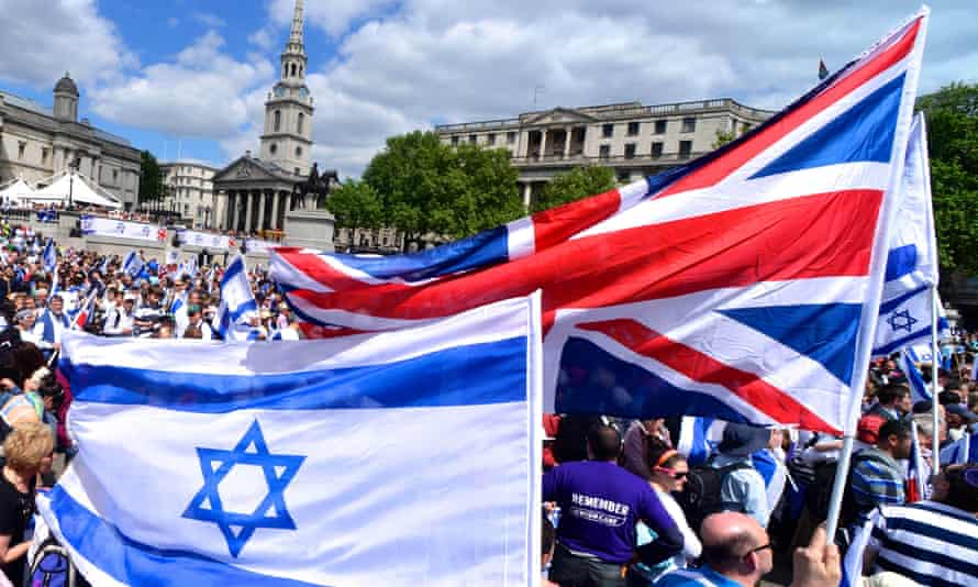 Israeli supporters fill London's Trafalgar Square.
