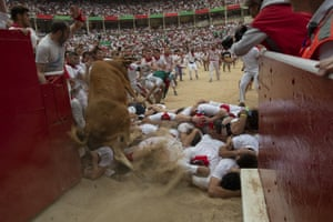 A heifer jumps over people in the bullring
