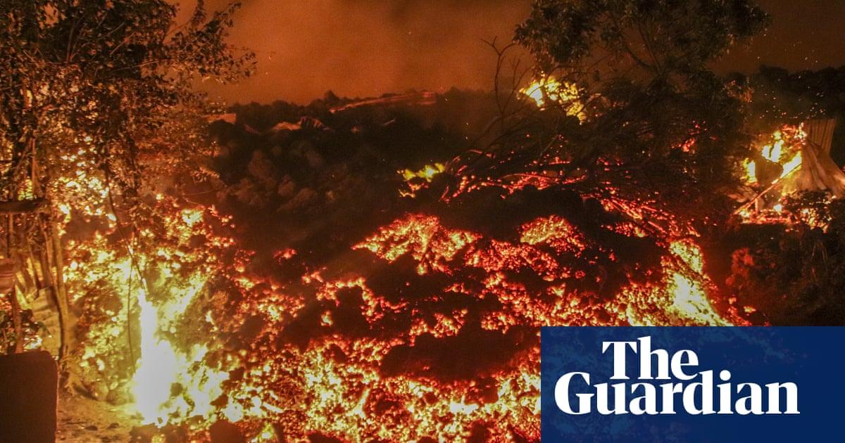 DRC volcano: thousands flee as Nyiragongo lava flows destroy homes – video