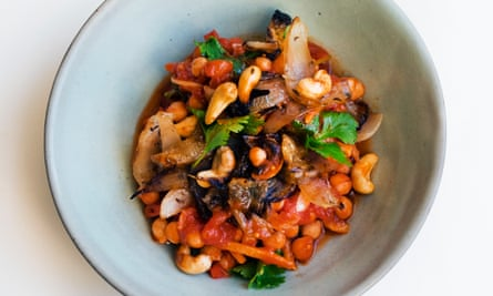Increase the peas: chickpeas and spiced tomato sauce.