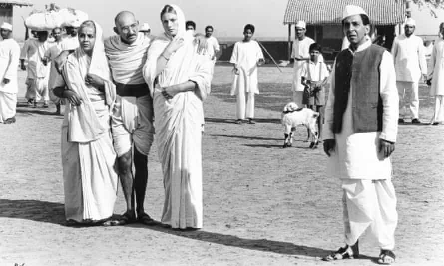 Rohino Hattangadi as Ba, Ben Kinglsey as Gandhi, Geraldine James as Mirabehn and Roshan Seth as Nehru in Gandhi (1982), directed by Richard Attenborough.