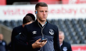 Ross Barkley has shown consistency and maturity in Everton's strong start to the season, earning praise from his manager, Roberto Martínez.
