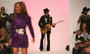 Prince performs before the Matthew Williamson spring/summer 2008 show at London fashion week