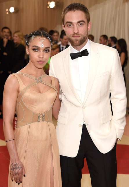 "FKA Twigs and Robert Pattinson attend ""Manus x Machina: Fashion In An Age Of Technology"" Costume Institute Gala at Metropolitan Museum of Art on May 2, 2016 in New York City"